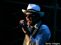 Scott Weiland fired by Stone Temple Pilots.