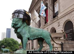 The Art Institute of Chicago's iconic bronze lions were sporting a new accessory in honor of the Blackhawks' Stanley Cup finals' Wednesday star.