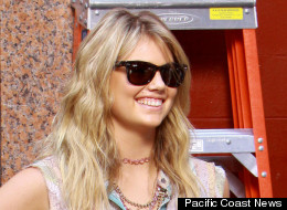 Kate Upton flaunted her legs in shorts on the set of