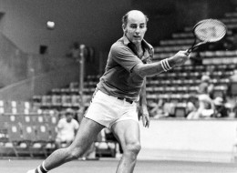 Bob Hewitt, former Grand Slam doubles champion, has been charged with two counts of rape.  (File photo by John Connolly/The Boston Globe via Getty Images)