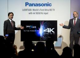 Panasonic's Managing Director AVC Yoshiyuki Miyabe (l) with the new TV