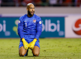 SAN JOSE, COSTA RICA - SEPTEMBER 06:  Goalkeeper Tim Howard #1 of the United States reacts after giving up a third goal to Costa Rica during the FIFA 2014 World Cup Qualifier at Estadio Nacional on September 6, 2013 in San Jose, Costa Rica.  (Photo by Kevin C. Cox/Getty Images)