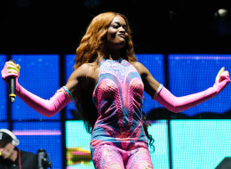 Azealia Banks stopped her performance after an audience member threw a can onstage.