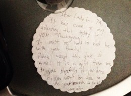 Things got ugly after Elan Gale sent this note to a frustrated passenger during a delayed flight on U.S. Thanksgiving.