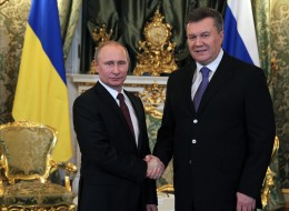 MOSCOW, RUSSIA - DECEMBER 17:  Russian President Vladimir Putin (L) greets President of Ukraine Viktor Yanukovych (R) during their meeting on December 17, 2013 in Moscow, Russia. Yanukovych is having a one-day visit to Russia. (Photo by Sasha Mordovets/Getty Images)