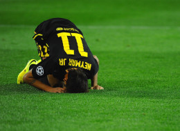 Neymar goes to ground during the UEFA Champions League Quarter Final second leg match between Club Atletico de Madrid and FC Barcelona at Vicente Calderon Stadium on April 9, 2014 in Madrid, Spain.
