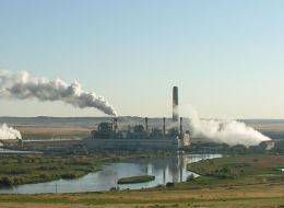 A coal fired power plant in Wyoming. Sites like this would have to become scarce for the world meet a warming threshold of 2°C. (Credit: Greg Goebel/flickr)