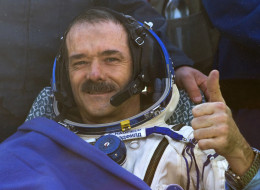 http://i1.huffpost.com/gen/2146994/images/n-CHRIS-HADFIELD-FACTS-large.jpg