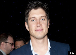 Vernon Kay is to revive Play Your Cards Right