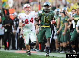 PASADENA, CA - JANUARY 02: Running back De'Anthony Thomas #6 of the Oregon Ducks runs the ball and scores on a 64-yard touchdown run in the third quarter at the 98th Rose Bowl Game on January 2, 2012 in Pasadena, California. (Photo by Harry How/Getty Images)