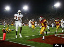 PASADENA, CA - JANUARY 04: Quarterback Vince Young #10 of the Texas Longhorns scores the winning touchdown against the USC Trojans in the fourth quarter during the BCS National Championship Rose Bowl Game on January 4, 2006 in Pasadena, California. (Photo by Donald Miralle/Getty Images)