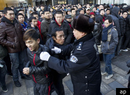 Apple iPhone 4S China Launch degenerates into egg throwing