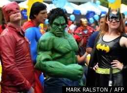 Des super-héros réunis devant le Staples Center à Los Angeles en octobre 2010