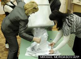 L'ouverture d'une urne à Sochi le 04 mars 2012