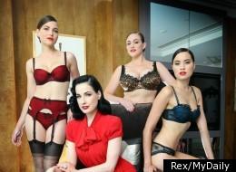 Dita Von Teese présente sa nouvelle ligne de lingerie super sexy.