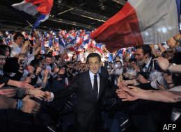 Le candidat-président, Nicolas Sarkozy, fendant la foule lors de son meeting de Villepinte, dimanche