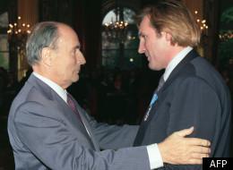 François Mitterrand remettant la Légion d'honneur à Gérard Depardieu en septembre 1988.