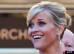 Reese Witherspoon monte les marches du Palais des festivals.