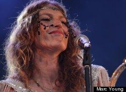 Aurélie du duo Brigitte, lors du concert à Montréal. (Crédit photo: Marc Young)
