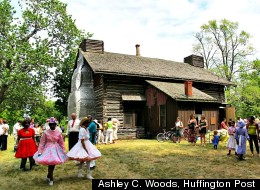Detroit's Last Remaining Log Cabin Draws Hundreds Of Visitors To Palmer Park (Ashley C. Woods | Huffington Post