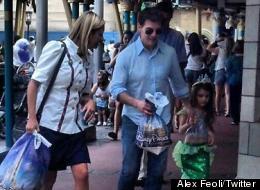 Tom Cruise lleva a Suri a Disneylandia