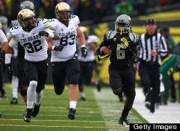 De'Anthony Thomas #6 of the Oregon Ducks runs the ball against the Colorado Buffaloes on October 27, 2012 at the Autzen Stadium in Eugene, Oregon.
