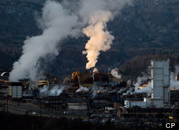 Teck Mining Company's zinc and lead smelting and refining complex in Trail, B.C. contaminated Washington's Columbia River across the border. (Darryl Dyck/Canadian Press)