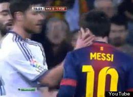 Lionel Messi se confrontó con Xabi Alonso