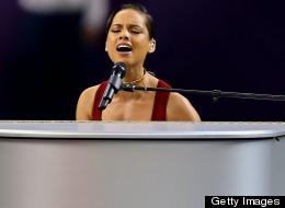 Alicia Keys cantando el himno